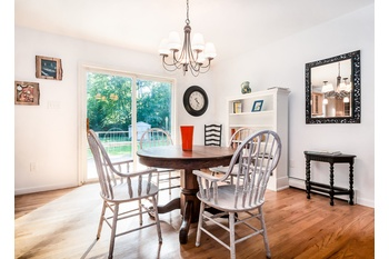 EAST HAMPTON- TURN KEY WITH MANY POSSIBILITIES $789,000